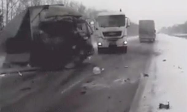 LKW-Crash im Winter