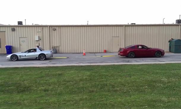 Corvette Z06 C5 gegen Ford Mustang GT