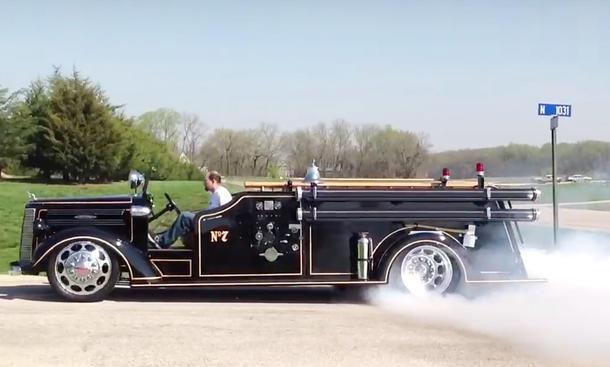 Altes Feuerwehrauto mit V10-Motor