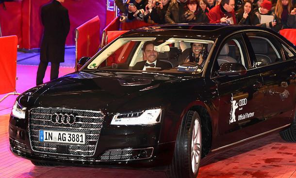 Fahrerloser Audi A8 pilotiert Brühl zur Berllinale