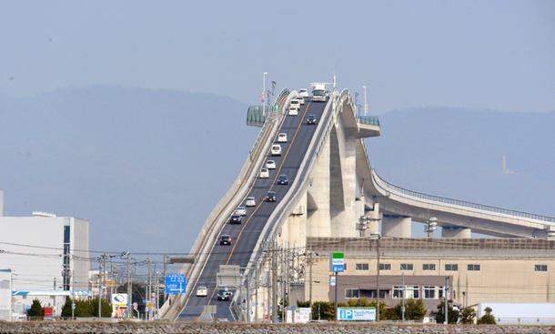 Monster-Brücke in Japan