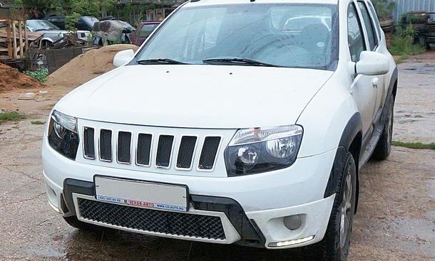 Dacia mit Jeep-Grill