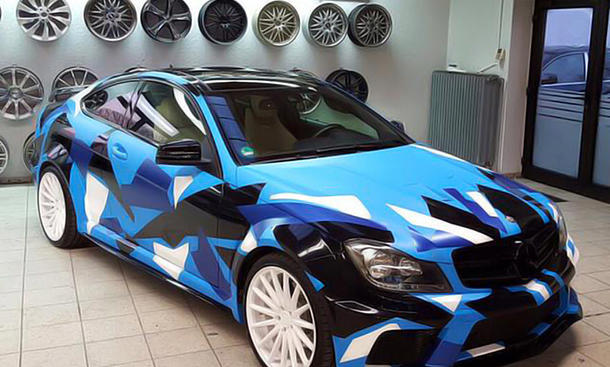 Benz C-Coupe mit Camouflage-Folie