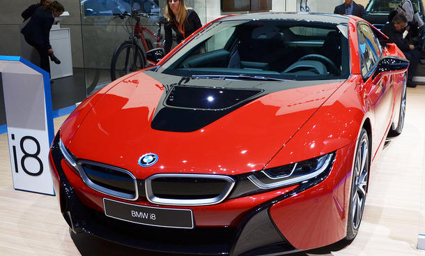 bmw i8 preis bmw says i8 plug in hybrid coupe to cost 39. Black Bedroom Furniture Sets. Home Design Ideas