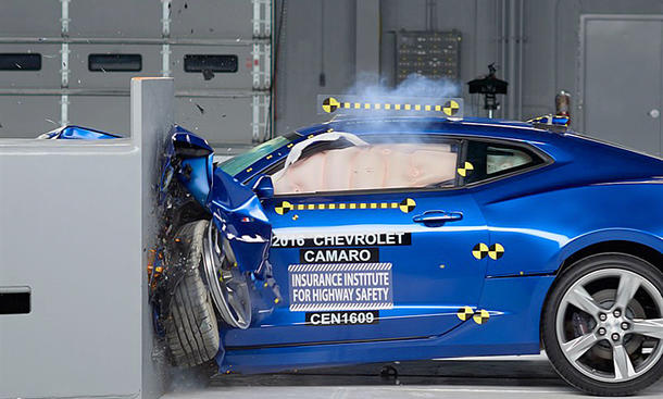 Chevrolet Camaro im IIHS-Crashtest