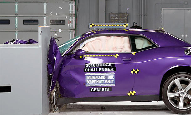 Dodge Challenger im IIHS-Crashtest