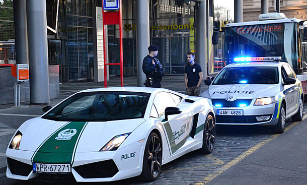 gef lschter polizei lamborghini in prag gestoppt. Black Bedroom Furniture Sets. Home Design Ideas