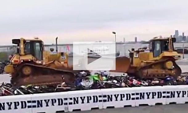 NYPD zerstört Quads und Motocross-Bikes: Video