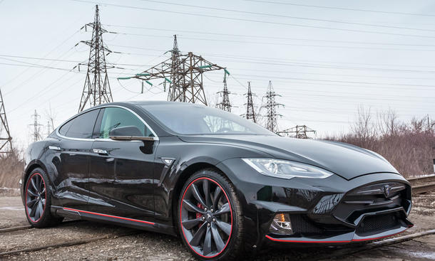 Tesla Model S mit Carbon-Kit