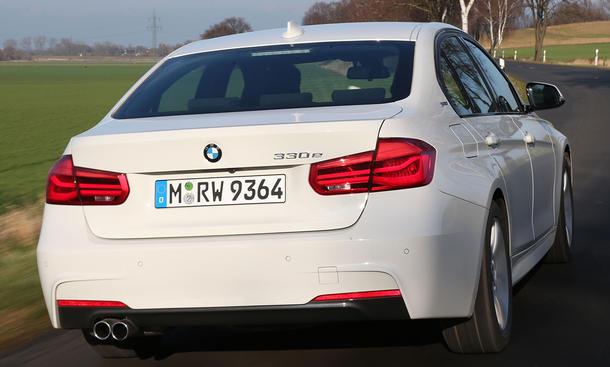 BMW 330e (2016)