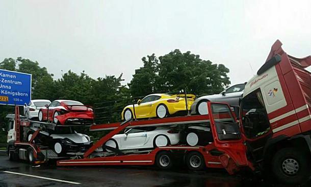 Sechs neue Cayman GT4 zerstört