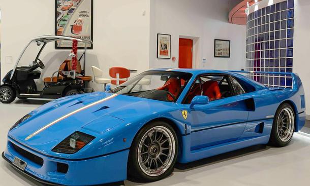 Ferrari F40 in Blau