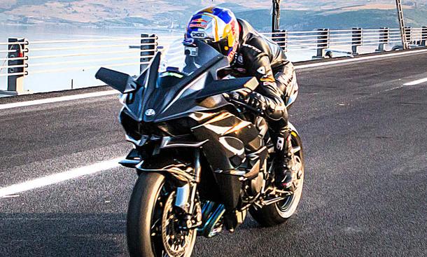 Ninja H2R knackt die 400 km/h