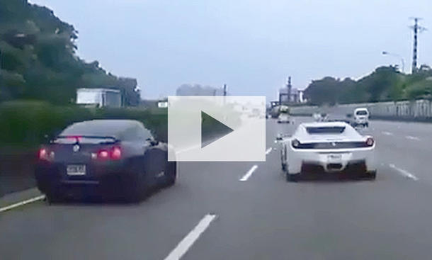 Ferrari 458 Spider versursacht Crash: Video