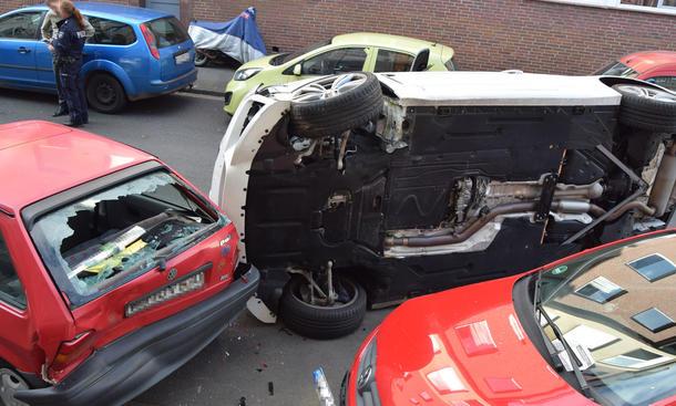 Betrunkene rammt neun Wagen