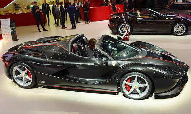 ferrari laferrari aperta autosalon paris 2016 update bild 3. Black Bedroom Furniture Sets. Home Design Ideas