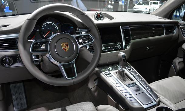 Porsche Macan Turbo (Performance) (2016): Preis | autozeitung.de on porsche models, porsche sedan, porsche turbo, porsche spyder, porsche cayman, porsche panamera, porsche cayenne, porsche carrera, porsche 4 door, porsche cayanne, porsche cajun, porsche boxster, porsche japan, porsche magnum, porsche car, porsche suv,