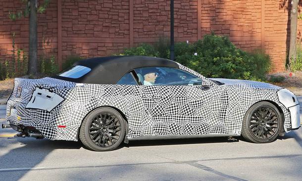 ford mustang cabrio facelift 2017 erste fotos bild 7. Black Bedroom Furniture Sets. Home Design Ideas