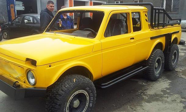 Lada Niva 6x6