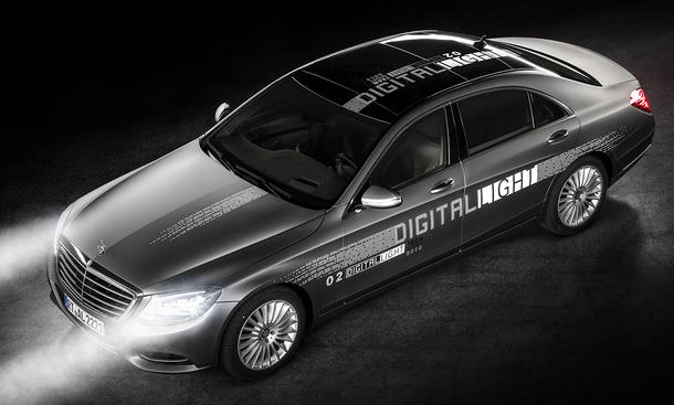 Mercedes Digital Light: Fernlicht als HD-Beamer